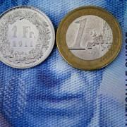 175357_un-franc-suisse-et-un-euro